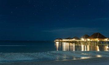 telunas-beach-resort at night